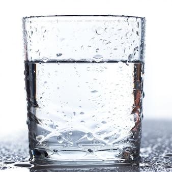 Bicchiere sul tavolo