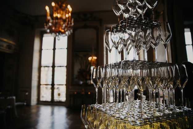 Bicchieri a strati con shampagne
