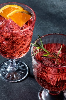 Bicchieri con bevande fruttate
