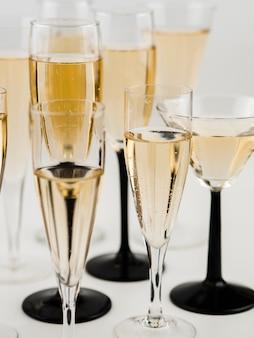 Bicchieri di champagne con bolle