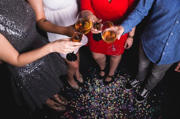 Bicchieri di tostatura del vino