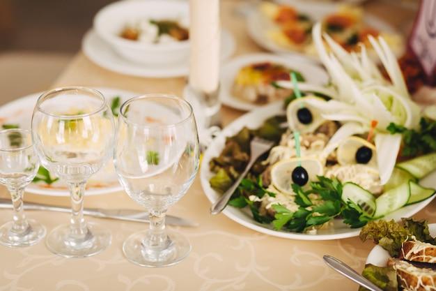 Bicchieri vuoti messi in ristorante