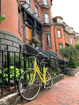 Bicicletta alla strada