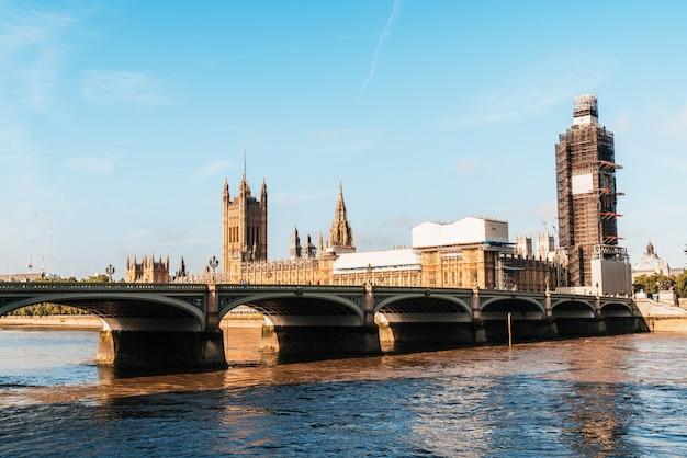 Big ben e westminster bridge a londra