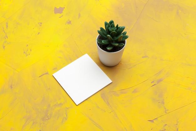 Biglietto da visita bianco per l'identità del marchio. per presentazioni e portfolio di graphic designer