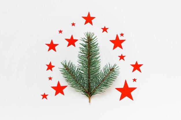 Biglietto di auguri di natale minimalista con stelle rosse