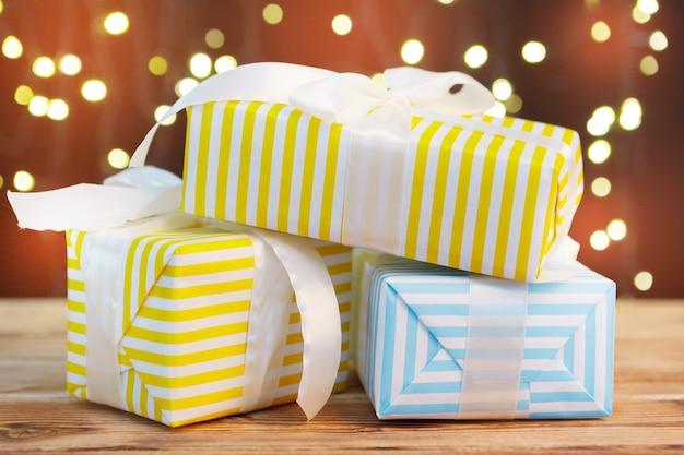 Biglietto di auguri per le vacanze con scatole regalo