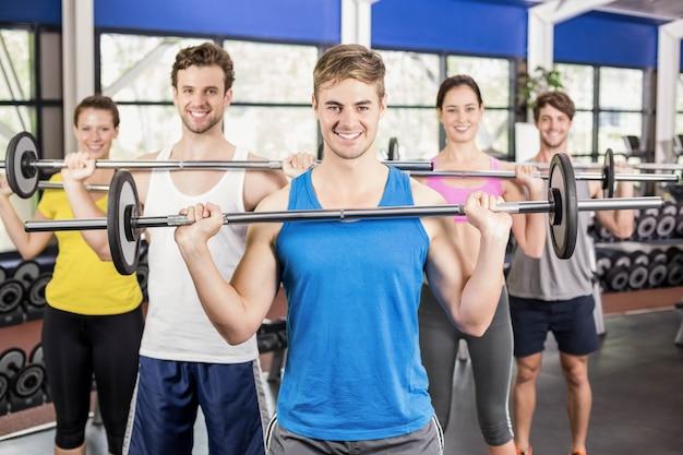 Bilanciere di sollevamento della classe di forma fisica in palestra