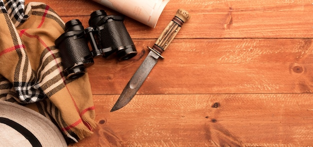 Binocolo con vista dall'alto e telaio del coltello