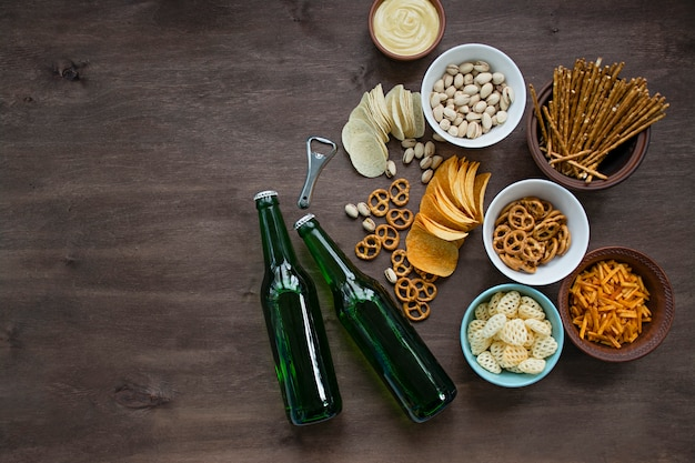 Birra con salatini e snack vari