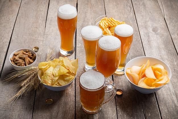 Birra di vetro su legno