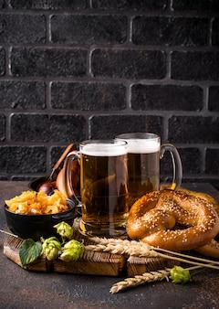 Birra, salatini e cibo bavarese