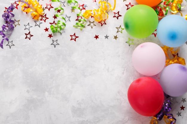 Birthdat o sfondo di carnevale