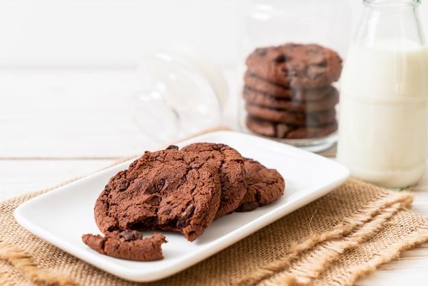 Biscotti al cioccolato con gocce di cioccolato