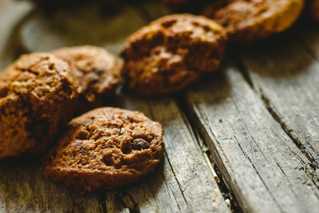 Biscotti al cioccolato e altri dolci per i bambini in vacanza.