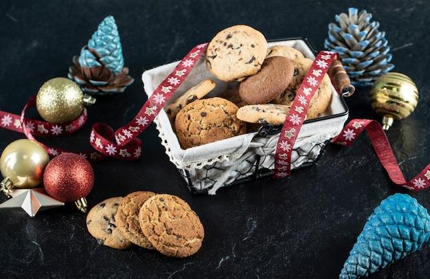 Biscotti al cioccolato in una scatola