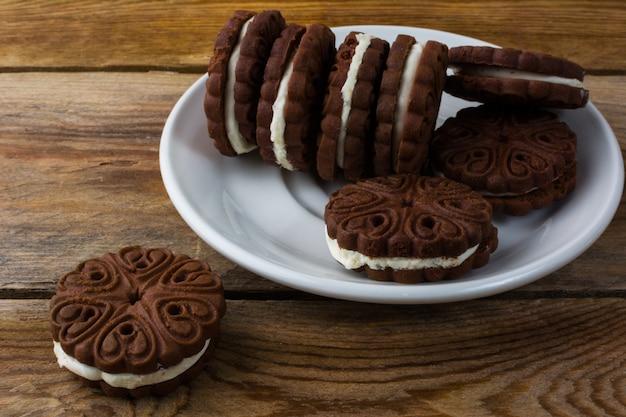 Biscotti al cioccolato sandviches