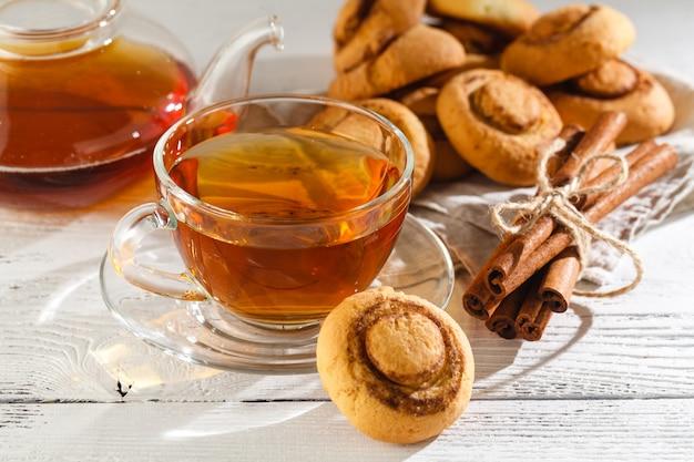 Biscotti alla cannella con tè