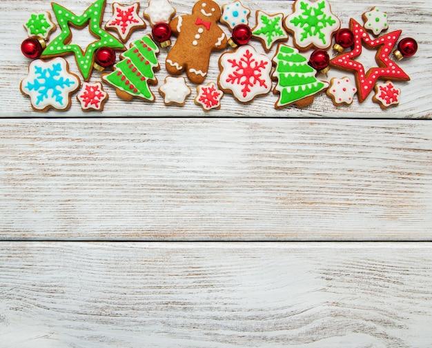 Biscotti colorati di natale allo zenzero e miele
