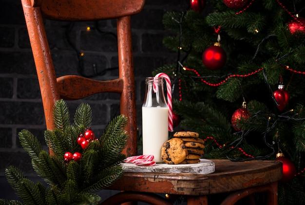 Biscotti con cioccolato e latte
