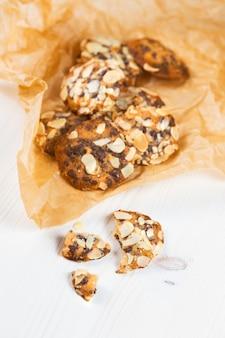 Biscotti con cioccolato e mandorle