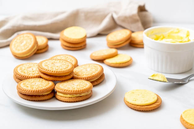 Biscotti con crema al burro