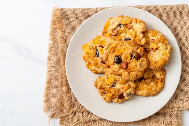 Biscotti con uvetta e mandorle