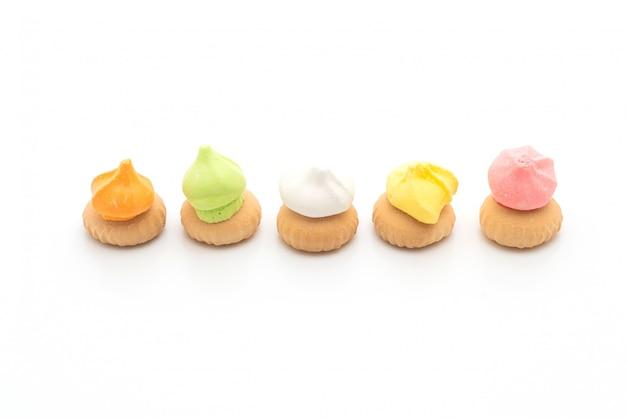 Biscotti con zucchero colorato in cima