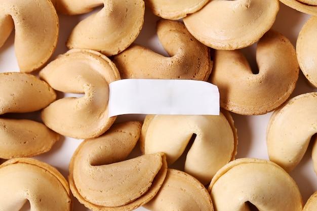 Biscotti della fortuna con carta