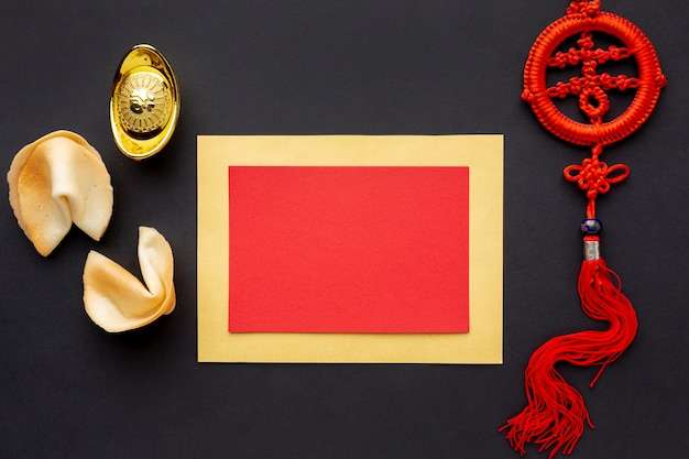 Biscotti della fortuna e anno cinese del modello della carta