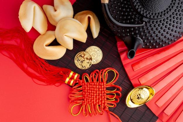 Biscotti della fortuna e ciondolo capodanno cinese