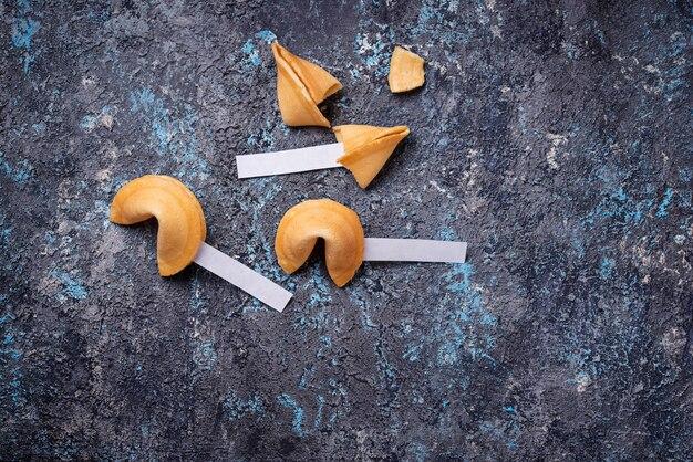 Biscotti di fortuna cinesi tradizionali con previsione