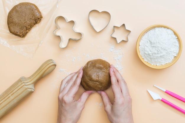 Biscotti di natale con le lettere merry christmas 2021