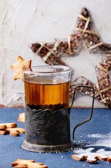 Biscotti di natale di pasta frolla per tazze