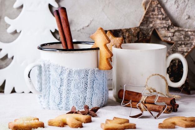 Biscotti di pasta frolla di natale per tazze