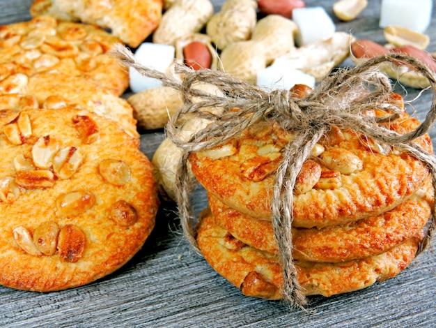 Biscotti di zucchero fatti in casa con arachidi