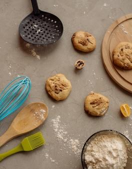 Biscotti fatti in casa con noci, kumquat e cioccolato