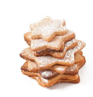 Biscotti fatti in casa cosparsi di zucchero a velo