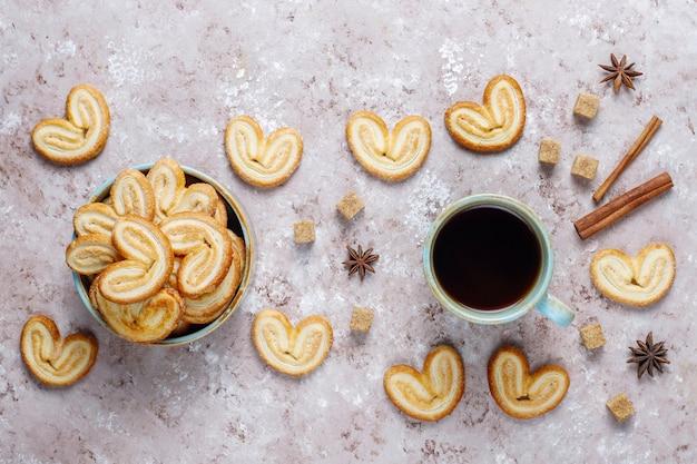 Biscotti palmier francesi deliziosi con zucchero