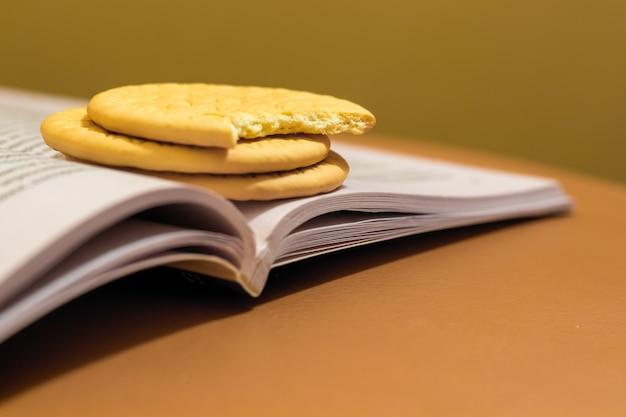 Biscotti per uno spuntino veloce durante la preparazione all'esame