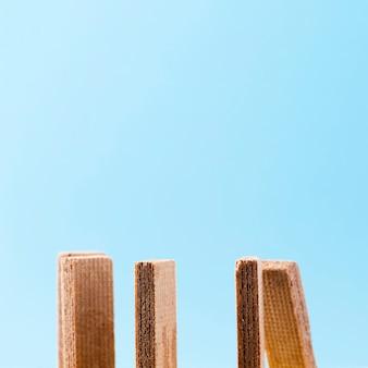 Biscotti wafer con copia spazio blu