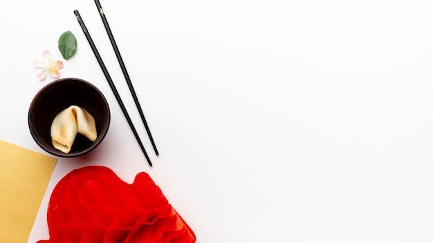 Biscotto della fortuna e bacchette nuovo anno cinese