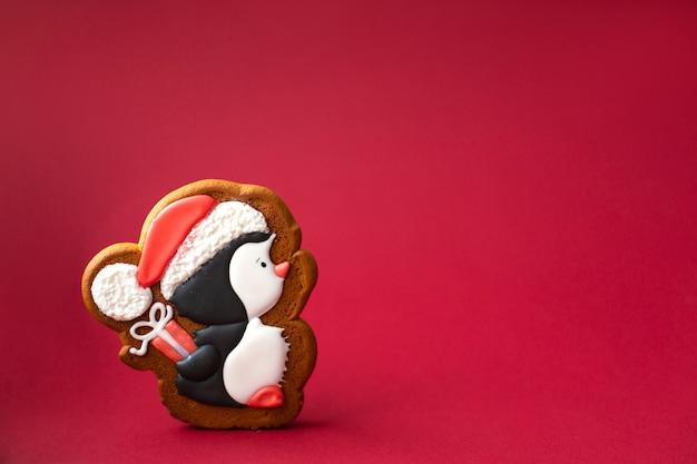 Biscotto di panpepato di simpatico pinguino