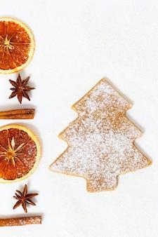 Biscotto di panpepato e fette d'arancia