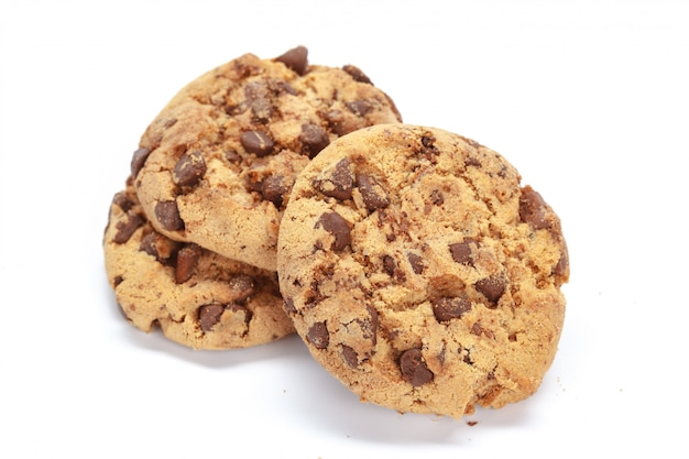 Biscotto di pepita di cioccolato su bianco
