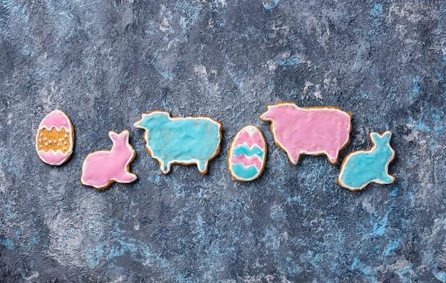 Biscotto pasquale a forma di coniglio e pecora