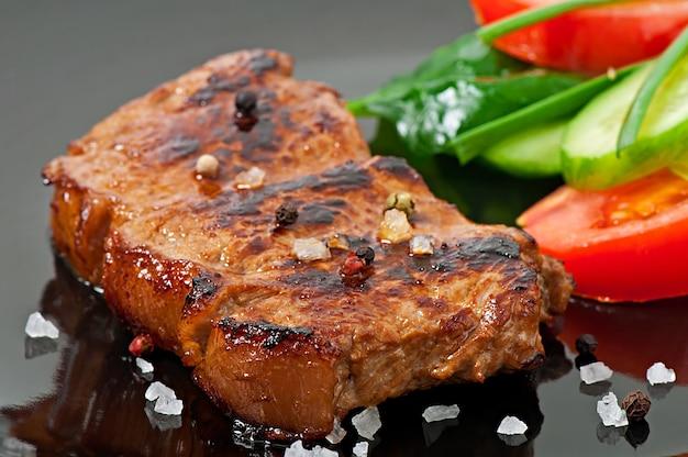 Bistecca alla griglia e verdure