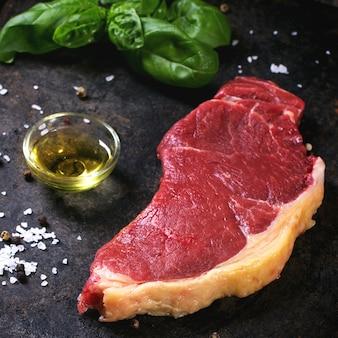 Bistecca cruda con olio d'oliva