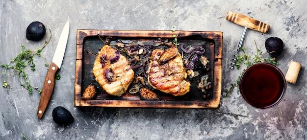 Bistecca di carne con fichi