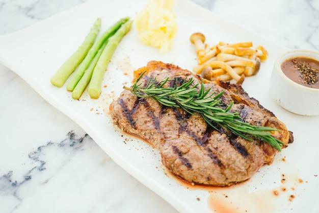 Bistecca di carne di manzo alla griglia